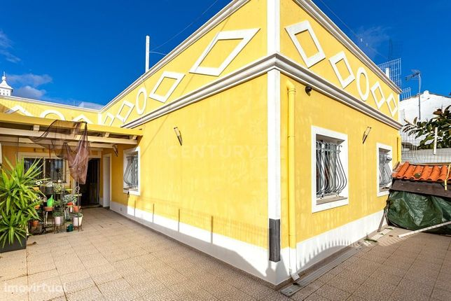 Moradia Tradicional, 3 Quartos, Quintal, Barbecue, Terraço, Painel Sol