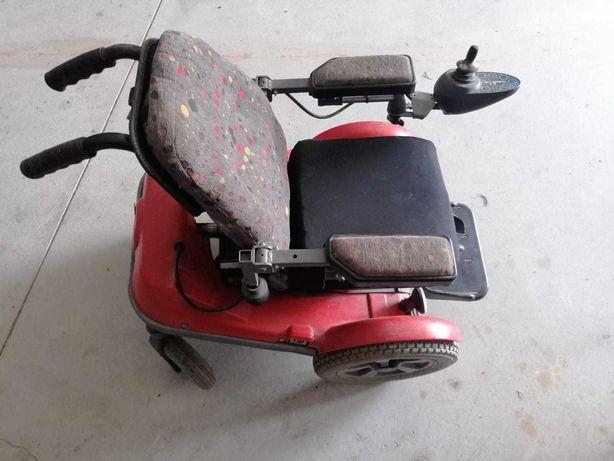 Vendo cadeira de rodas eléctrica, era de adolescente,