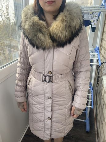 Зимний пуховик с натуральным мехом енота/женский
