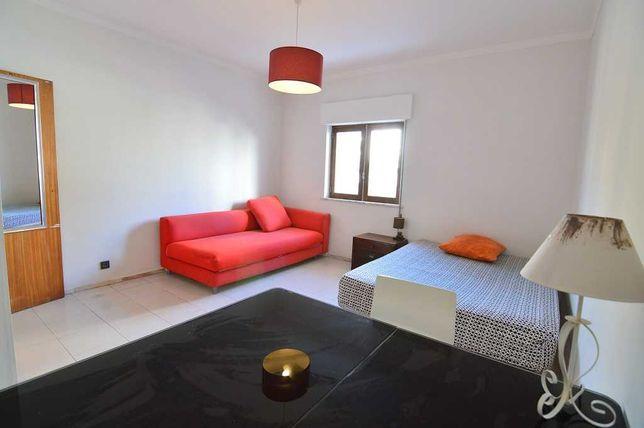 Quarto Grande para um ou 2 pessoas em apartamento T2,  Portimao - Aqua