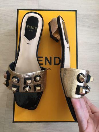 Босоножки на платформе Dolce and Gabbana, шлепанцы Fendi