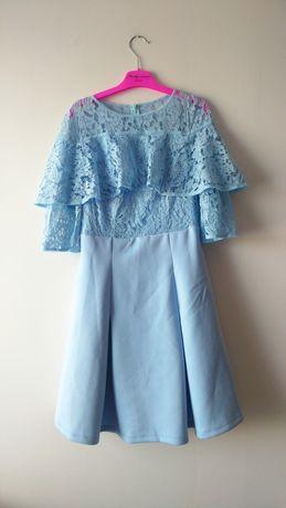 Niebieska rozkloszowana sukienka koronkowa falbanka koronka wesele