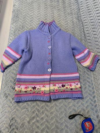 Ciepły dłuższy sweterek