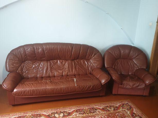 Шкіряний диван з кріслом