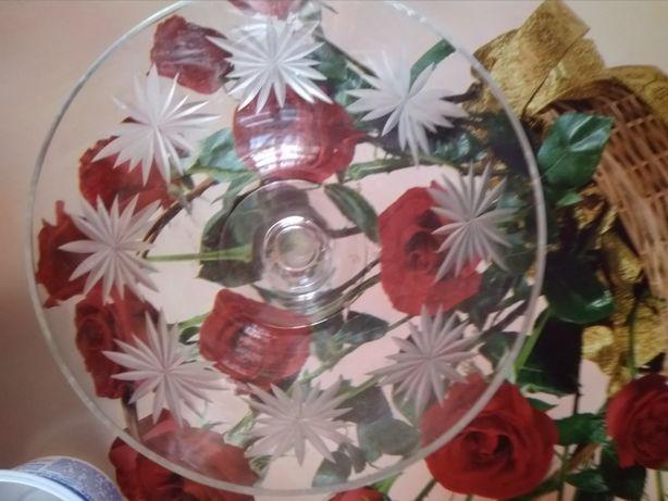 Красивая нежная вазочка
