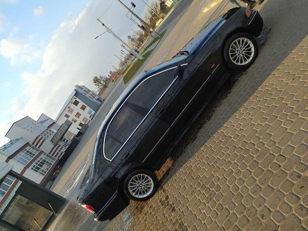 Продам BMW в нормальному стані за деталями дзвоніть