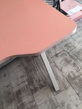 Nowe biurko różowe