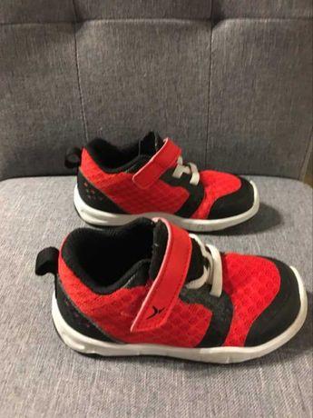 Dziecięce buty sportowe Decathlon roz. 23