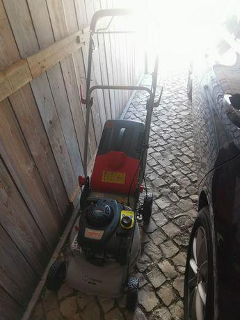 Máquina cortar relva a gasolina com tracção