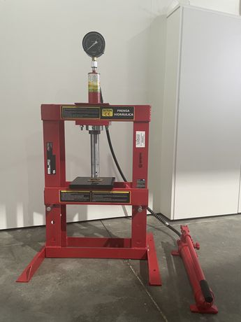 Prensa hidraulica com manómetro