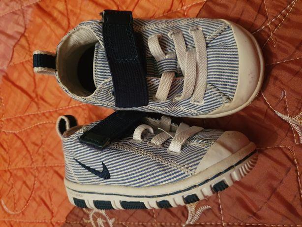 Conjunto calçado menino T18, 19.5 e 19 nike, benetton