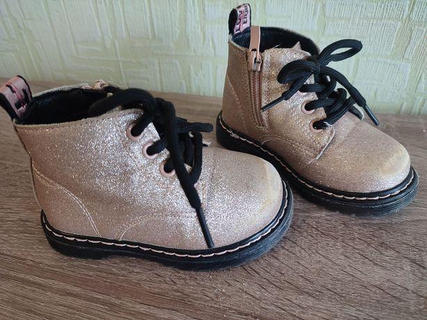 Ботинки на девочку 22 р