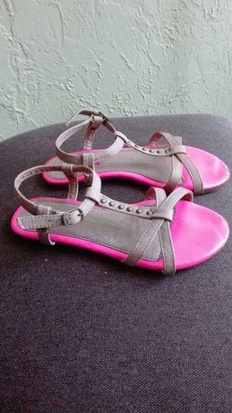 Sandałki beżowo-różowe rozm. 32