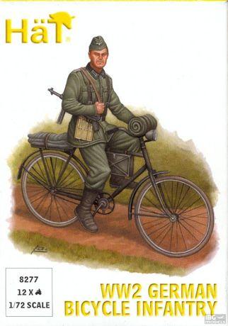 Figurki żołnierzy niemieckich jadących na rowerach 1/72 - HAT 8277