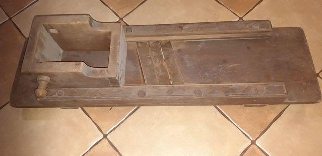 Starodawna drewniana szatkownica do kapusty