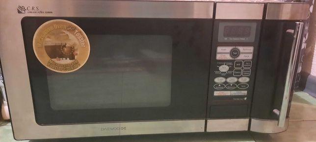 Продам микроволновую печь на  запчасти.