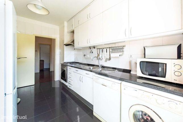 Apartamento T3  - Com Elevador - Arrecadação E Garagem