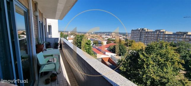Apartamento T3 no último piso, em Ermesinde.