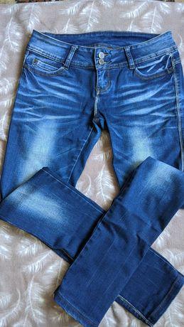 Джинсы темно-синие с потёртостями
