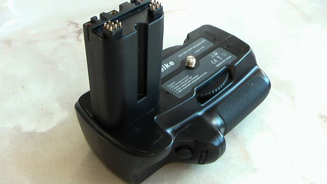 Батарейный блок Meike на Sony А500 / A550 Pro