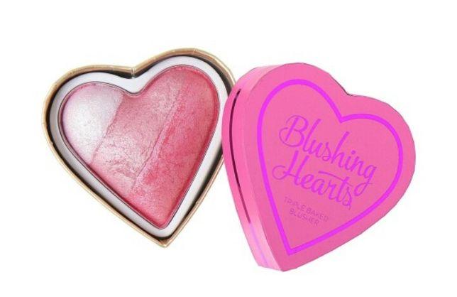 Róż do policzków rozświetlacz Blushing Hearts Revolution Nyx