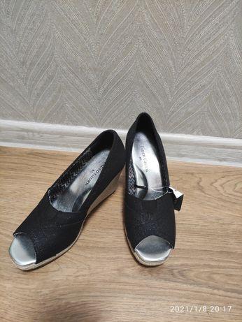 Туфлі, босоніжки, летние туфли на танкетке Faded Glory
