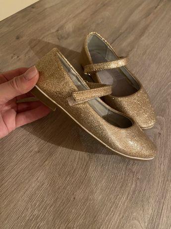 Туфли 600₽