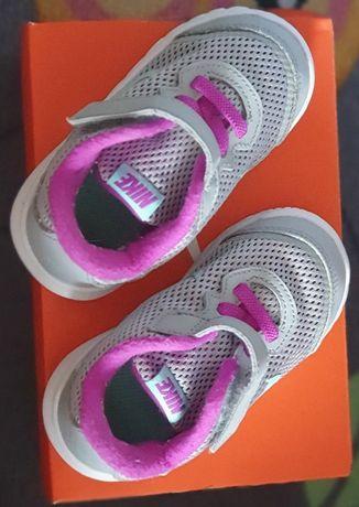 Adidas Nike dziecięce r. 22, dł. 13,3 cm