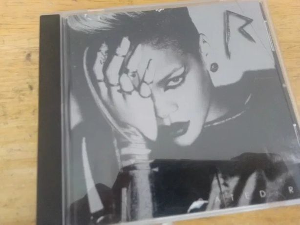 "CD Rihanna "" Rated R"""