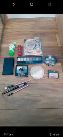 Zestaw kosmetyków roz/puder/cienie