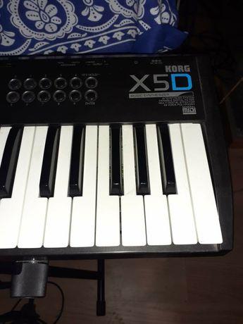 Sintetizador korg X5D em excelente estado
