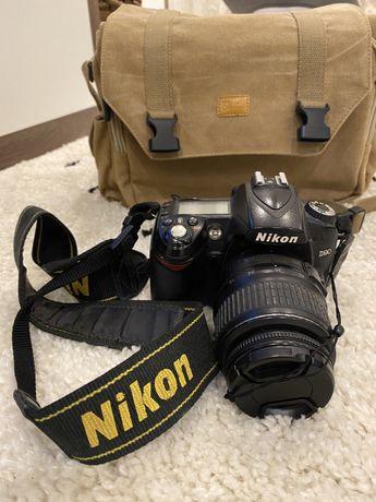 Camera Nikon D90 réflex com lente Nikon DX 18-55 mm f/3.5-5.6 VR