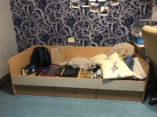 Одноместная кровать с выдвижными ящиками