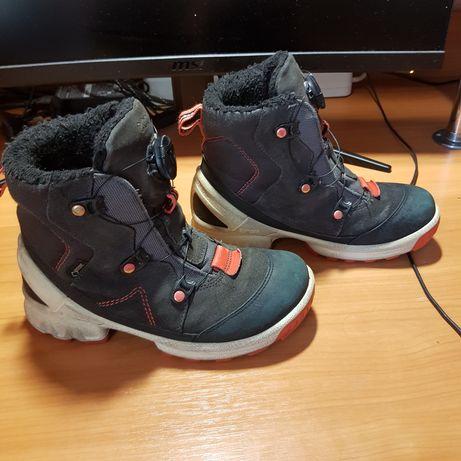 Зимнии ботинки ecco.