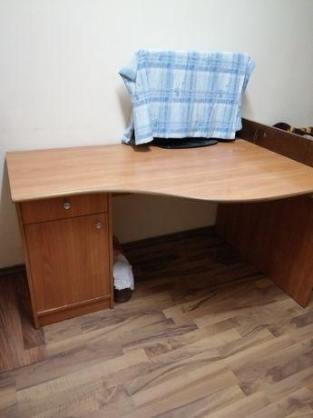 Продам письменный стол.