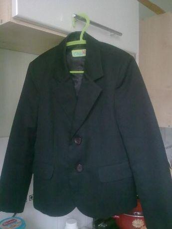Продается школьный пиджак для первоклассника