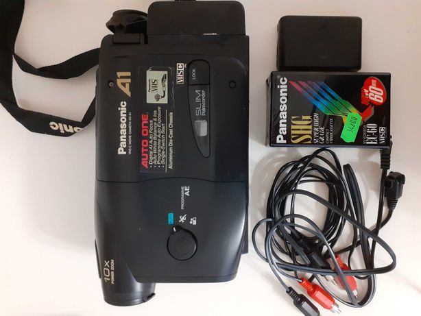 Kamera video vhs Panasonic  A1 z nową kasetą w skórzanym etui Canon