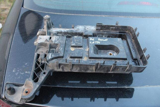 Podstawa akumulatora VW Passat B6 2.0 TDI