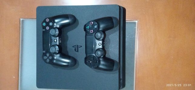 PS4 500GB + 2 comandos + 7 jogos físicos