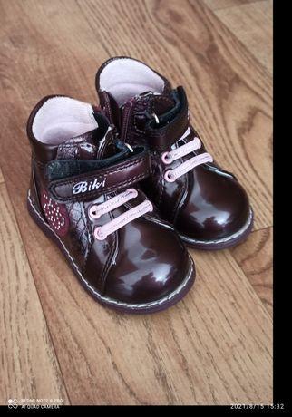 Продам детские ботинки 19 размер