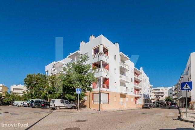 Apartamento T2 com 2 Casas de Banho e 2 Lugares de Garagem em Silves -