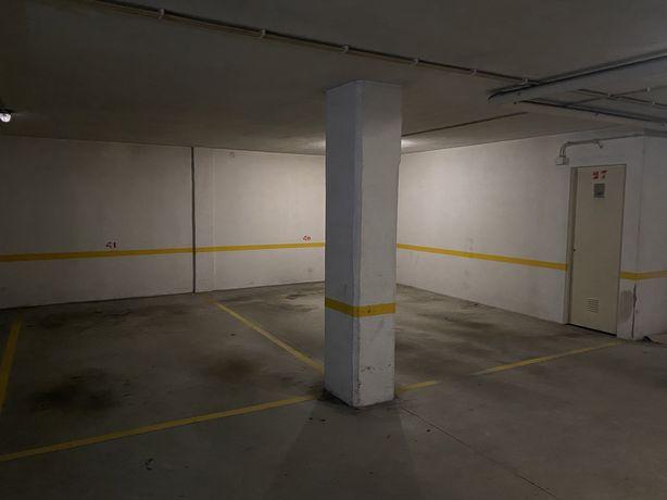 Arrendo 2 Lugares de Garagem + Arrecadação em Azurém (Junto ao Bolama)