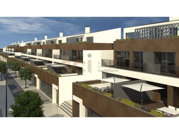 Moradia T4 Nova em Banda Urbanização Essência Village