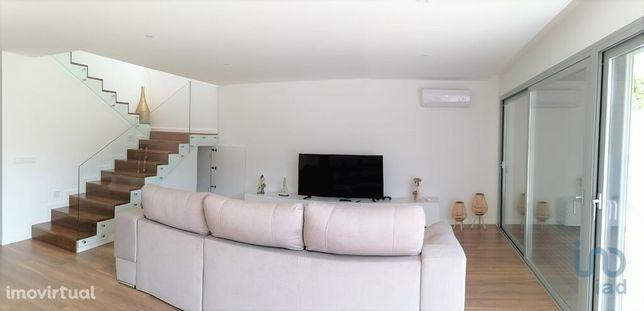Moradia - 196 m² - T3