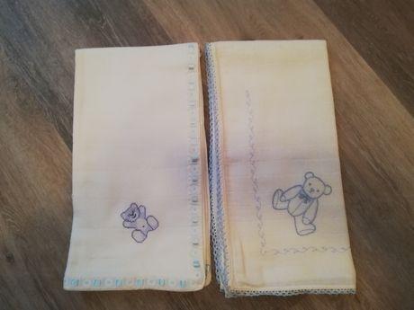 Fralda de pano 100% algodão bordada.