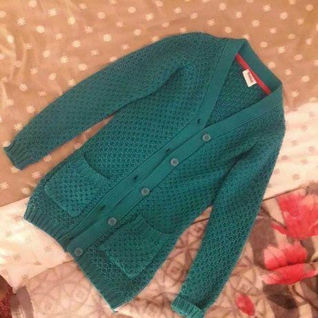 zielony turkusowy ciepły wąski sweterek zapinany na guziki
