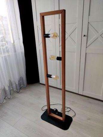 Oryginalna lampa stojąca z ozdobnymi żarówkami w komplecie