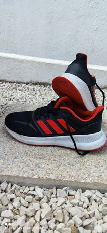 Tênis adidas corrida