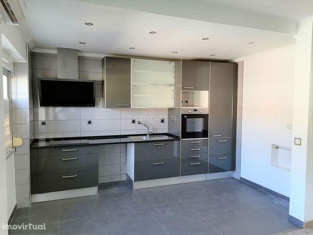 Apartamento T2 para arrendamento Foros de Amora.