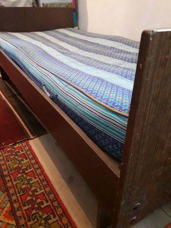 Кровать деревянная, б/у.